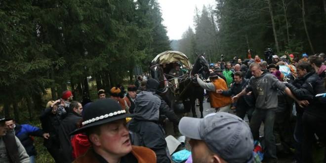 W co grają obrońcy koni z Morskiego Oka? Odwołali protest, który zaplanowali…