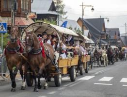 Paradny przejazd na rozpoczęcie 55 Sabałowych Bajań w Bukowinie Tatrzańskiej